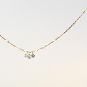 【anq.(12月上旬お届け予定)】3石レーザーホールダイヤモンドネックレス