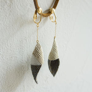 Beads earring white