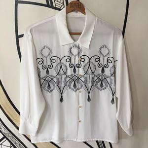【奇抜】ホワイト レトロ 刺繍 デザイン 柄シャツ