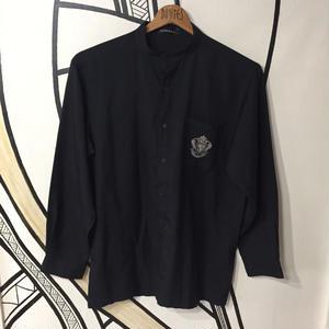 【個性的】ブラック ワンポイント スタンドカラーシャツ