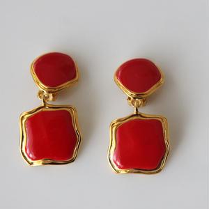 フランス製 真っ赤のぶら下がりイヤリング〈フランス1980年代デッドストック〉