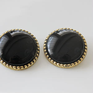 大きな丸い金縁イヤリング(黒)〈フランス1980年代デッドストック〉322