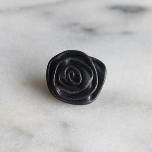 ドイツ製 ASTOR 本革のローズボタン 黒 大20㎜一つ穴 レザーボタン