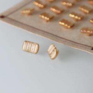 フランスボタン 琥珀ヴィンテージガラスボタン(c) 長方形一つ穴12ミリ デッドストック