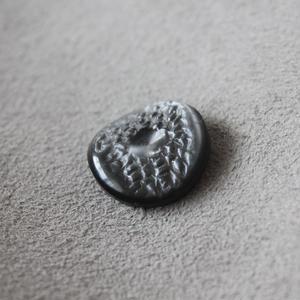 フランスボタン  黒型押し丸 一つ穴 ヴィンテージボタン デッドストック