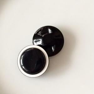 白黒のモノトーンボタン 一つ穴13mm フランス現代ボタン