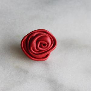 ドイツ製 ASTOR 本革のローズボタン 赤 大20㎜ レザーボタン バラ