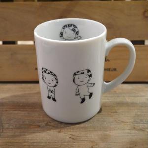 【tomopecco】マグカップ 《ふろしき女の子》