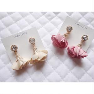 crystal × flower tassel ピアス