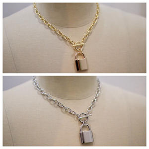 CHAIN NECKLACE KEY