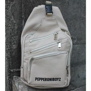 PEPPERONIBOYZ LOGO CROSS BAG BEIGE