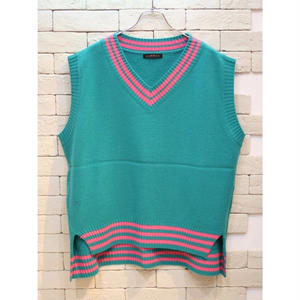 OVER SIZED V NECK KNIT VEST GREEN