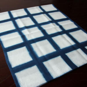 板締め絞りの藍染手ぬぐい - 格子