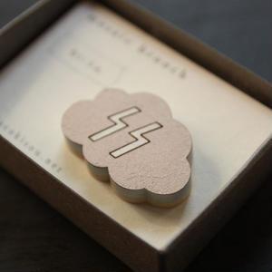 木製のかろやかな-モザイクブローチ- らいうん・薄香