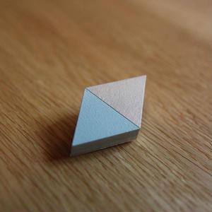 木製のかろやかな-モザイクブローチ- ダイア・空色×銀