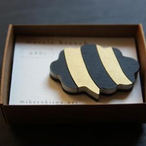 木製のかろやかな-モザイクブローチ- ふきだし・漆黒×こがね