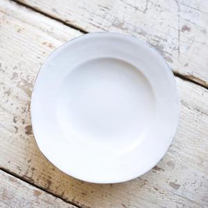 馬場勝文 / リム深皿(6.5寸) - 白磁マット
