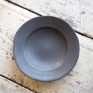 馬場勝文 / リム深皿(6.5寸) - 黒釉