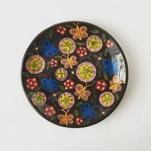 黒土色絵付け小皿(花畑)