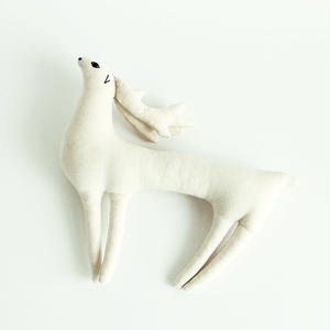 白シカのぬいぐるみ (Soft Toy Deer)