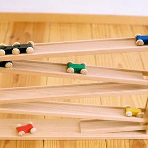 【6ヶ月〜:観察(見る)】【1才〜:置く】トレインカースロープ