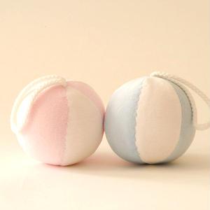 【0ヶ月~】【音】ひも付きボール ピンク/水色