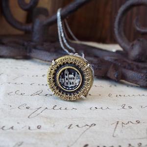 アンティークボタン(家)のネックレス