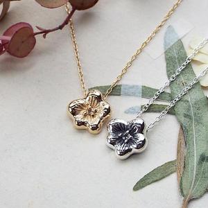 小さな花のネックレス