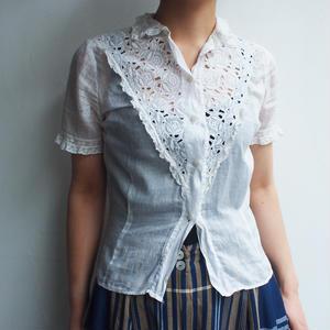 1940's Europe v-shaped lace blouse