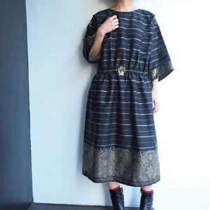 Black ×Gold span embroidery dress