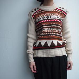 Beige pattern knit