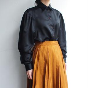 volume sleeve black  blouse