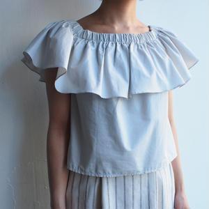 Gather neck blouse