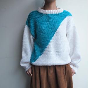 Bi-color white×light blue knit
