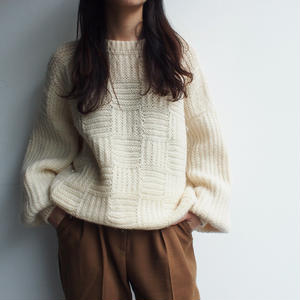 White  volume knit