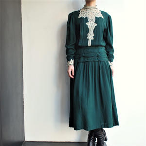 Green stand collar lace dress