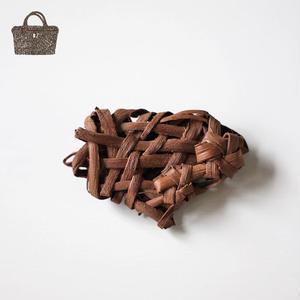 無造作(花結び2つ) 山葡萄のブローチ 手作り ハンドメイド  国産樹皮 by オズのかごバッグ