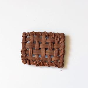 山葡萄の四角ブローチ 手作り ハンドメイド  国産樹皮(岩手県)