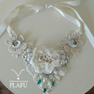 Rribbon necklace-white flowers-heart shape  I