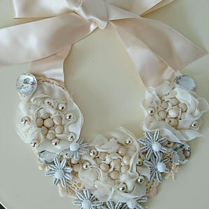 Rribbon necklace-white flowers- K