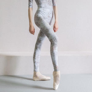 [Zi dancewear] Zigsi, stained with the print Delicate Dirt