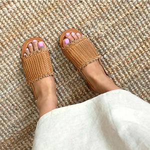 麦わら編みサンダル