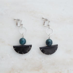 Leather Half-moon Earring (ピアス/チタンピアス変更可)