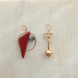 Triangle Asymmetry Pierce -Red-  (イヤリング/チタンピアス変更可能)