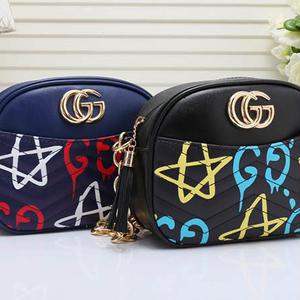 人気勧め美品♥グッチ Gucci 星柄ショルダーバッグ 鞄 ミニカバン レザー