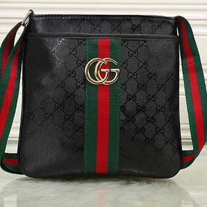 人気  グッチ GUCCI ショルダーバッグ  斜め掛け鞄  メンズ カバン鞄