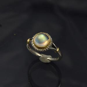 山高のラウンドCB レインボー・ムーンストーン(ラブラドライト)の指環