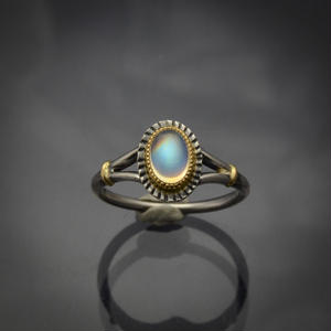 オーバルCB レインボー・ムーンストーン(ラブラドライト)の指環