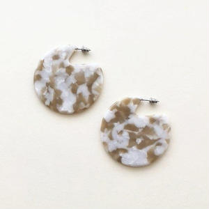 Clare Earrings in Taupe Shell