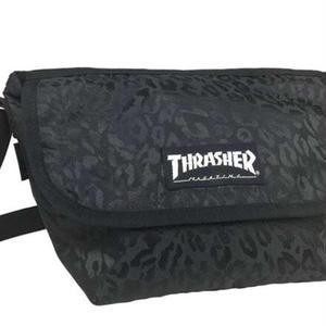 【THRASHER】 かぶせショルダー